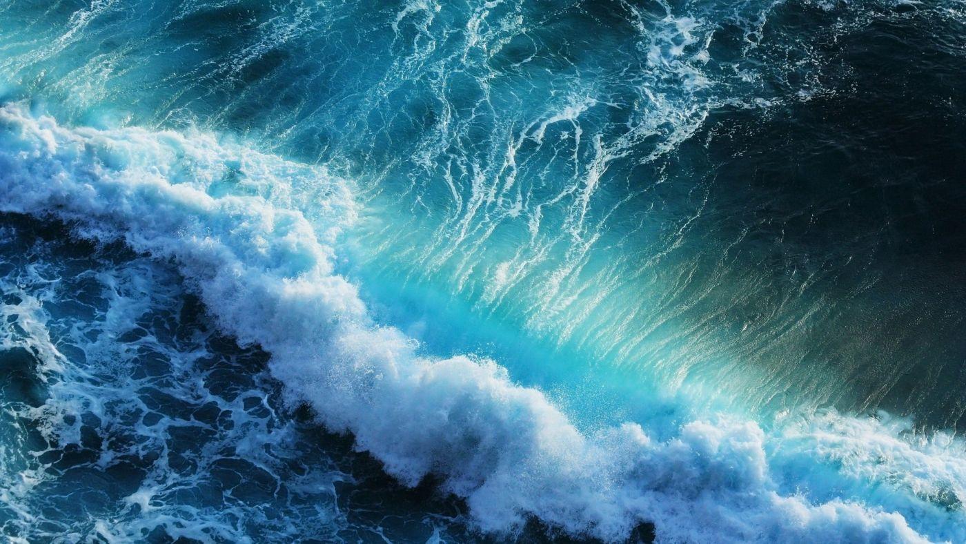 汹涌的波浪花封面大图