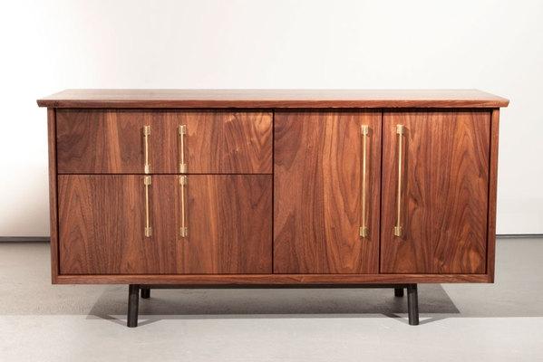 简单优雅的The TOKEN美国硬木餐具柜设计-为用户提供了一种精密水准的清洁和复杂解决方案,可以进行定制,以适应在家中或办公室的各种用途封面大图