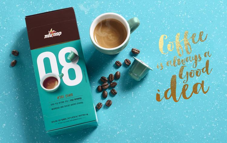 鼓励你停下来闻一闻的咖啡-精英咖啡胶囊,为你提供一个非常方便的方式来享受一杯新鲜煮的咖啡,这些小杯子让你的早晨日常工作更容易。享受你的午餐,与朋友聊天,或者你吃一些五颜六色的马卡龙。---酷图编号1159788