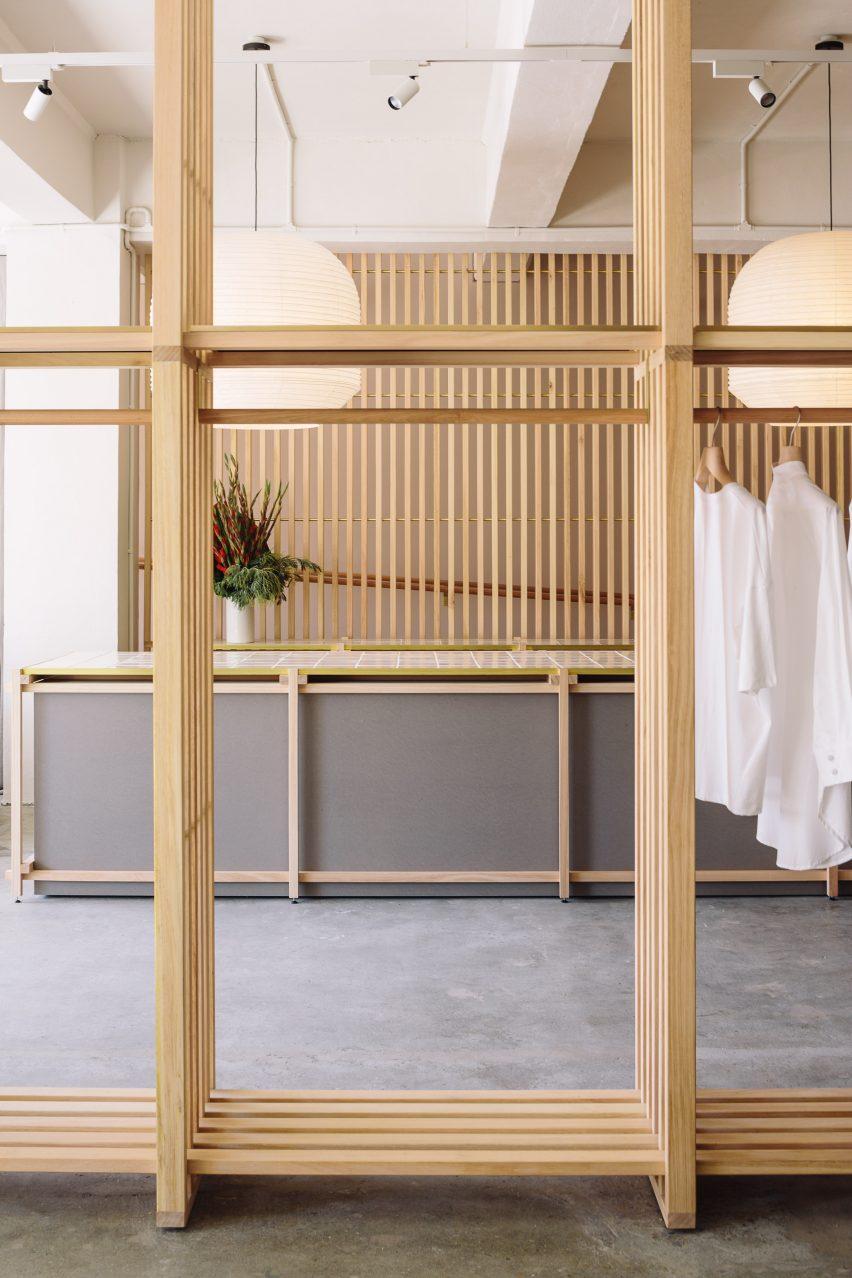 日本在新西兰设计的生态时尚服装商店-这些服装店由一系列板条木板定义---酷图编号1203107