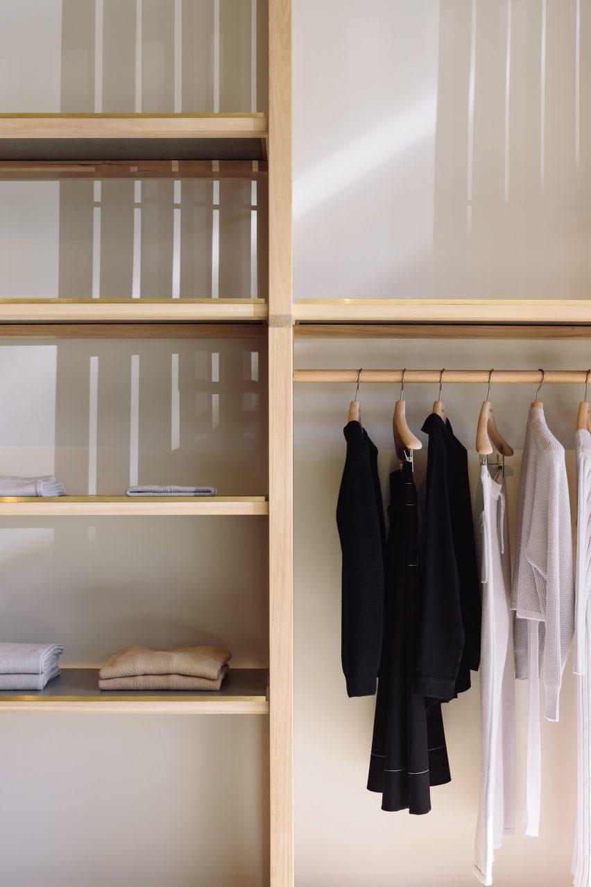 日本在新西兰设计的生态时尚服装商店-这些服装店由一系列板条木板定义---酷图编号1203108