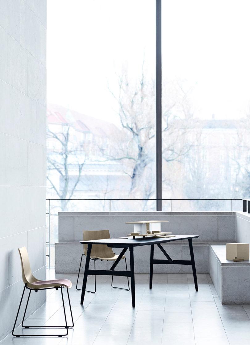 传奇的丹麦品牌Carl Hansen&Søn第一次与美国设计师Brad Ascalon合作发布了110年历史上的椅子---酷图编号1210878
