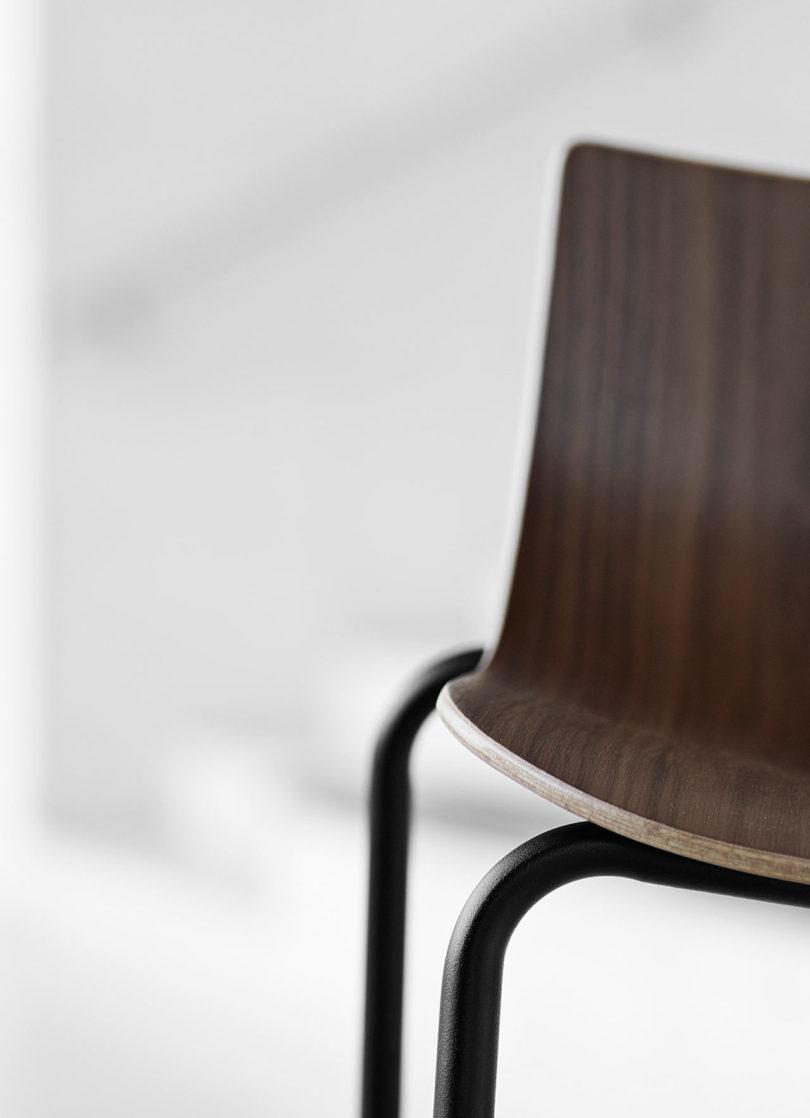 传奇的丹麦品牌Carl Hansen&Søn第一次与美国设计师Brad Ascalon合作发布了110年历史上的椅子---酷图编号1210881