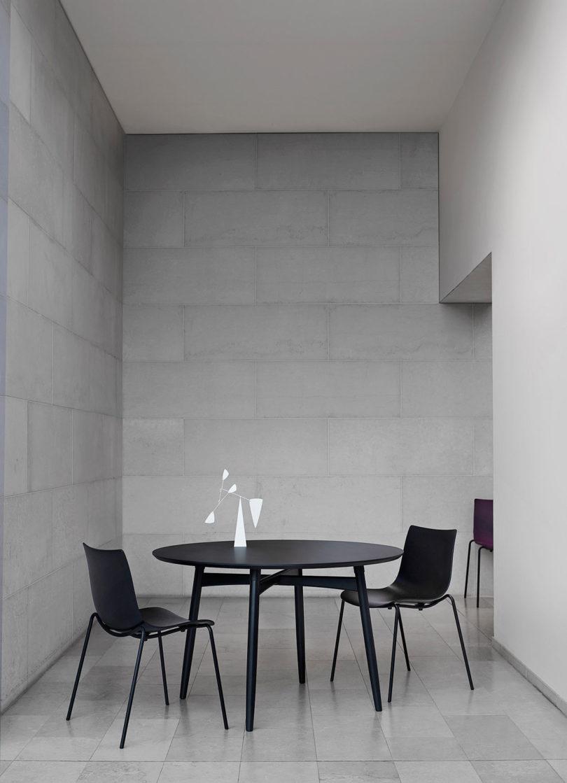 传奇的丹麦品牌Carl Hansen&Søn第一次与美国设计师Brad Ascalon合作发布了110年历史上的椅子---酷图编号1210882