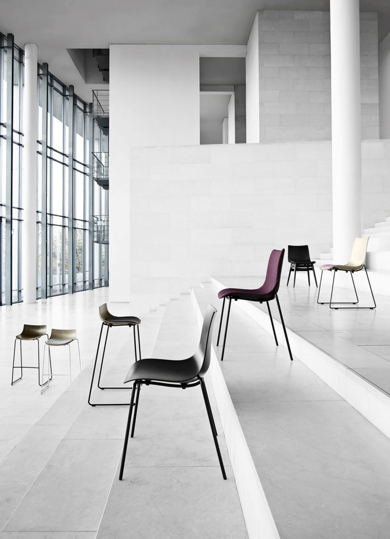 传奇的丹麦品牌Carl Hansen&Søn第一次与美国设计师Brad Ascalon合作发布了110年历史上的椅子---酷图编号1210883