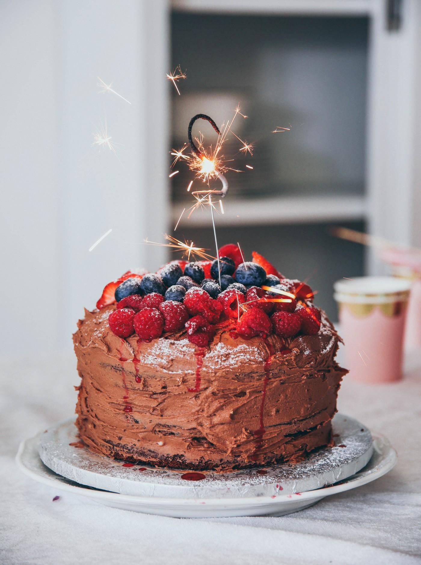巧克力草莓蓝莓蛋糕封面大图