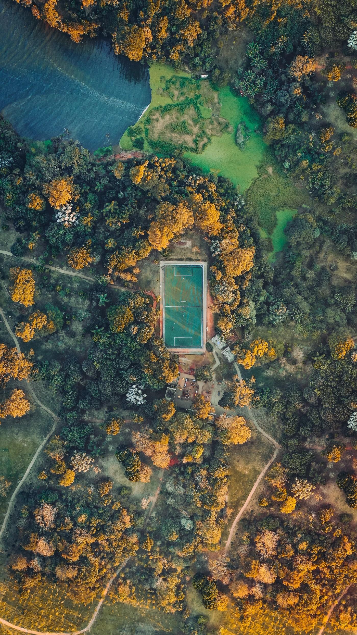 高空俯拍的海岸游泳池封面大图