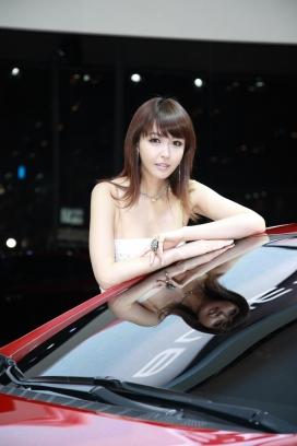 2010韩国釜山汽车展之香车美女组合摄影图片