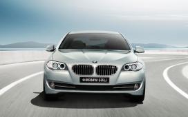2011全新BMW 宝马520Li高清桌面摄影壁纸-轻松优享大美之悦