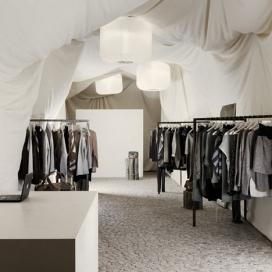 六个建筑系的学生创造了在布达佩斯临时帆布篷时装商店