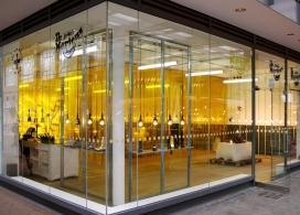伦敦运动鞋品牌Dr. Martens工厂仓库库房店