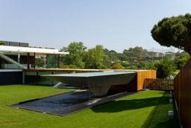 悬臂式瀑布游泳池建筑-葡萄牙Arqui建筑事务所作品