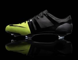 Nike耐克GS黑绿足球鞋-2012年伦敦奥运会主场-轻便的足球靴基地和袜子衬里是蓖麻子制成