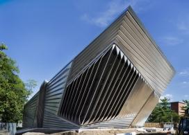 像张开嘴鲨鱼的艺术博物馆- Zaha Hadid unveiled建筑师作品