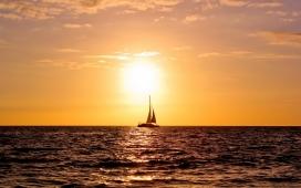 高清晰日落后的帆船壁纸