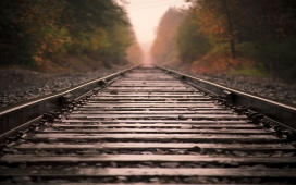 近距离下的火车轨铁路