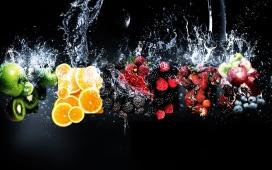 新鲜水果落水瞬间