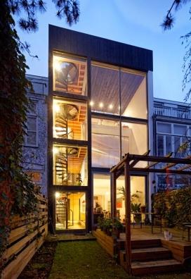 传统风格阁楼,三高的厨房和一个螺旋形的楼梯-荷兰Personal建筑室作品