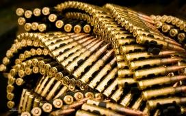一串串金子弹纪念物