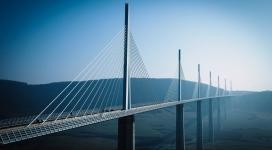 雄伟的高速公路桥
