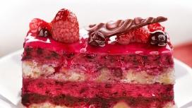 美味红色浆果蛋糕