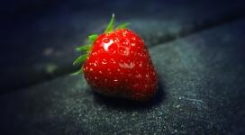 新鲜的一颗红色草莓
