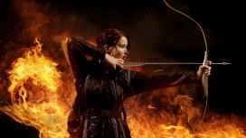 饥饿游戏-火焰背景下的女射箭手