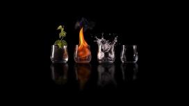四个装不同物体的玻璃杯