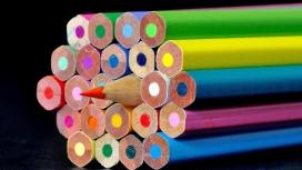 锋利的彩色铅笔
