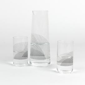墨西哥设计师莉莉安娜奥瓦列创建了一个水瓶玻璃杯-细黑线重叠碎片聚集在一起有云纹效果