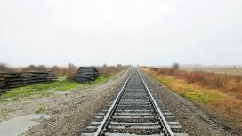 有雾天空下的铁路