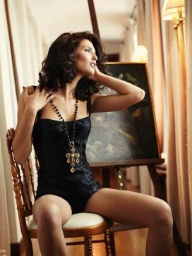 美诱女神比安卡巴蒂约翰罗-VOGUE时尚墨西哥2014年11月-深色头发时尚秀
