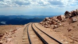 蓝天下的黄土铁路壁纸