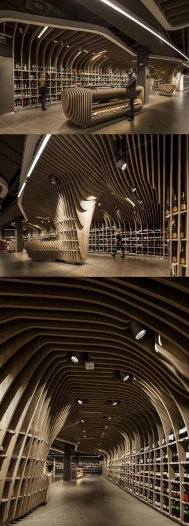 荷兰晶石木条纹超市旗舰店-采用一系列起伏的木模板做装饰展示曲线美
