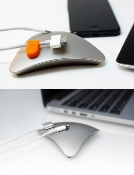 简单的磁力电线管理器-一个简单的快乐解决方案,在底部,有一层微吸胶带将其固定到位