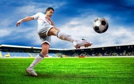 踢出个未来-绿色足球场上的踢球明星