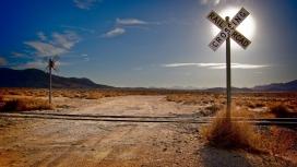 沙漠轨路岔路口