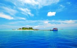 马尔代夫蓝天蓝海美景壁纸