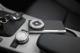 松下超薄Lumix CM1智能安卓数码相机-4.7英寸1080p屏幕能够捕捉4K视频和原始视频文件,依靠2.3GHz四核Snapdragon处理器和2GB的内存提供足够的表现,配有质感的合成革背突出其复古的气息