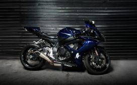 高清晰黑蓝蓝色铃木GSX摩托车壁纸