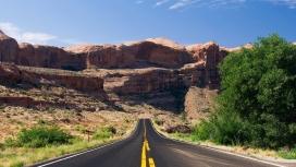 高清晰大峡谷双黄线路壁纸