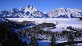 冬季高山湖