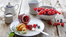 完美的草莓酱早餐