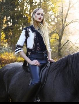 Mojeh杂志2015年1月-捕捉户外优雅的马术时尚精神