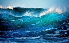 高清晰波涛汹涌的大海浪花桌面壁纸下载