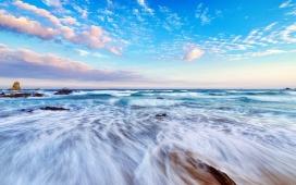 高清晰唯美的蓝色海洋浪花壁纸
