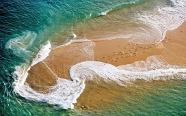 高清晰绿海浪花美景壁纸