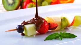 猕猴桃草莓巧克力水果串