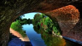 高清晰运河上的石拱桥壁纸