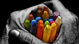 黑手握五彩铅笔